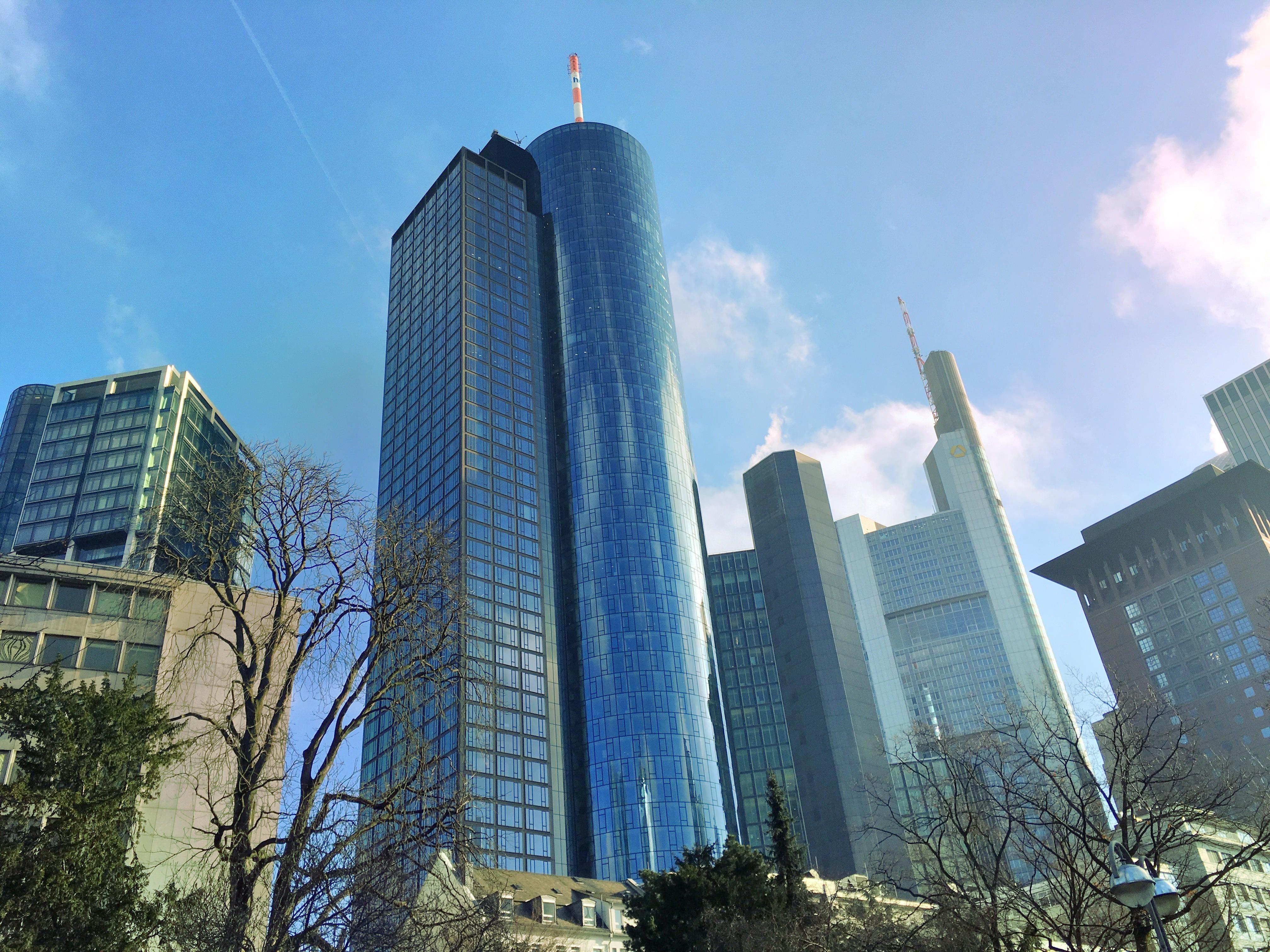 المانيا فرانكفورت اهم الاماكن السياحية برج الماين