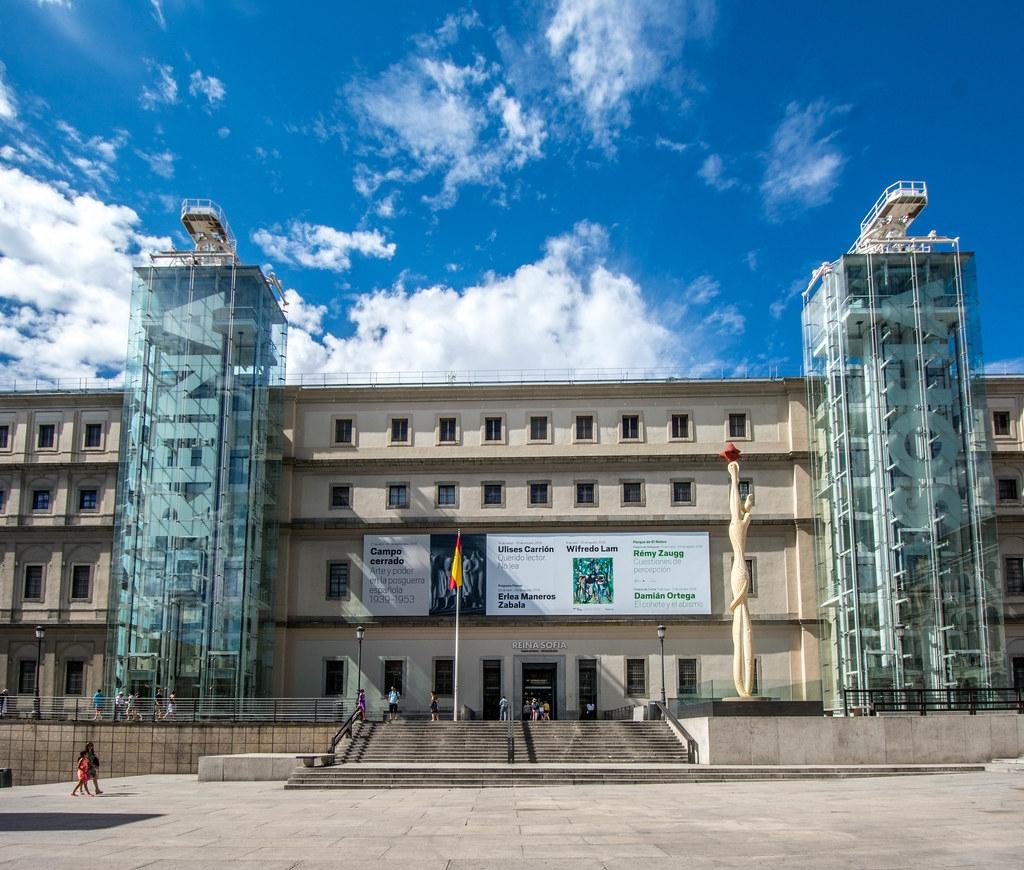 إسبانيا مدريد اهم الاماكن السياحية متحف الملكه صوفيا المركزي للفنون