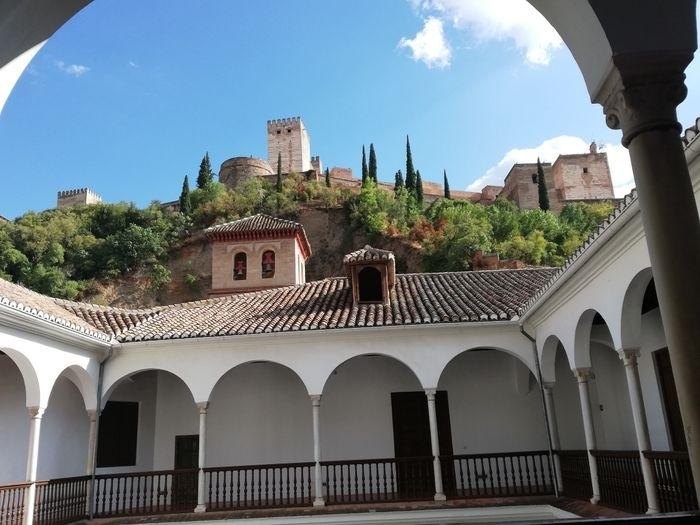 إسبانيا غرناطة اهم الاماكن السياحية متحف غرناطة الاثري