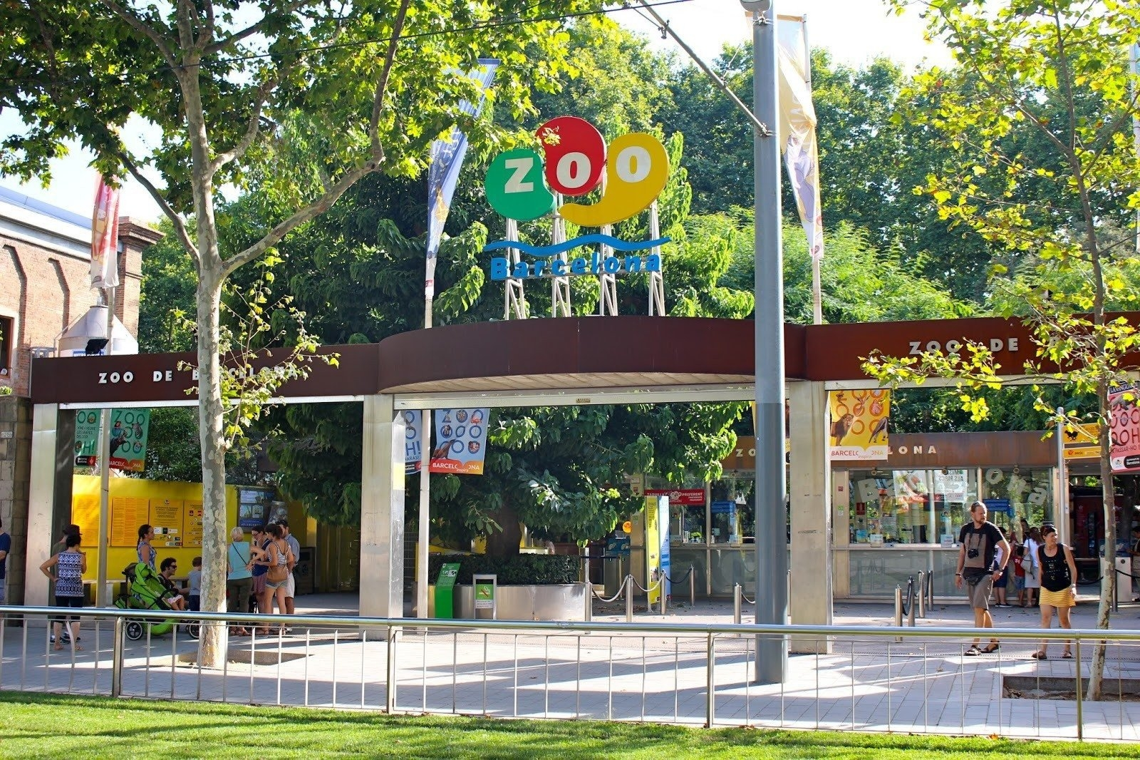 إسبانيا برشلونة اهم الاماكن السياحية حديقة حيوان برشلونة