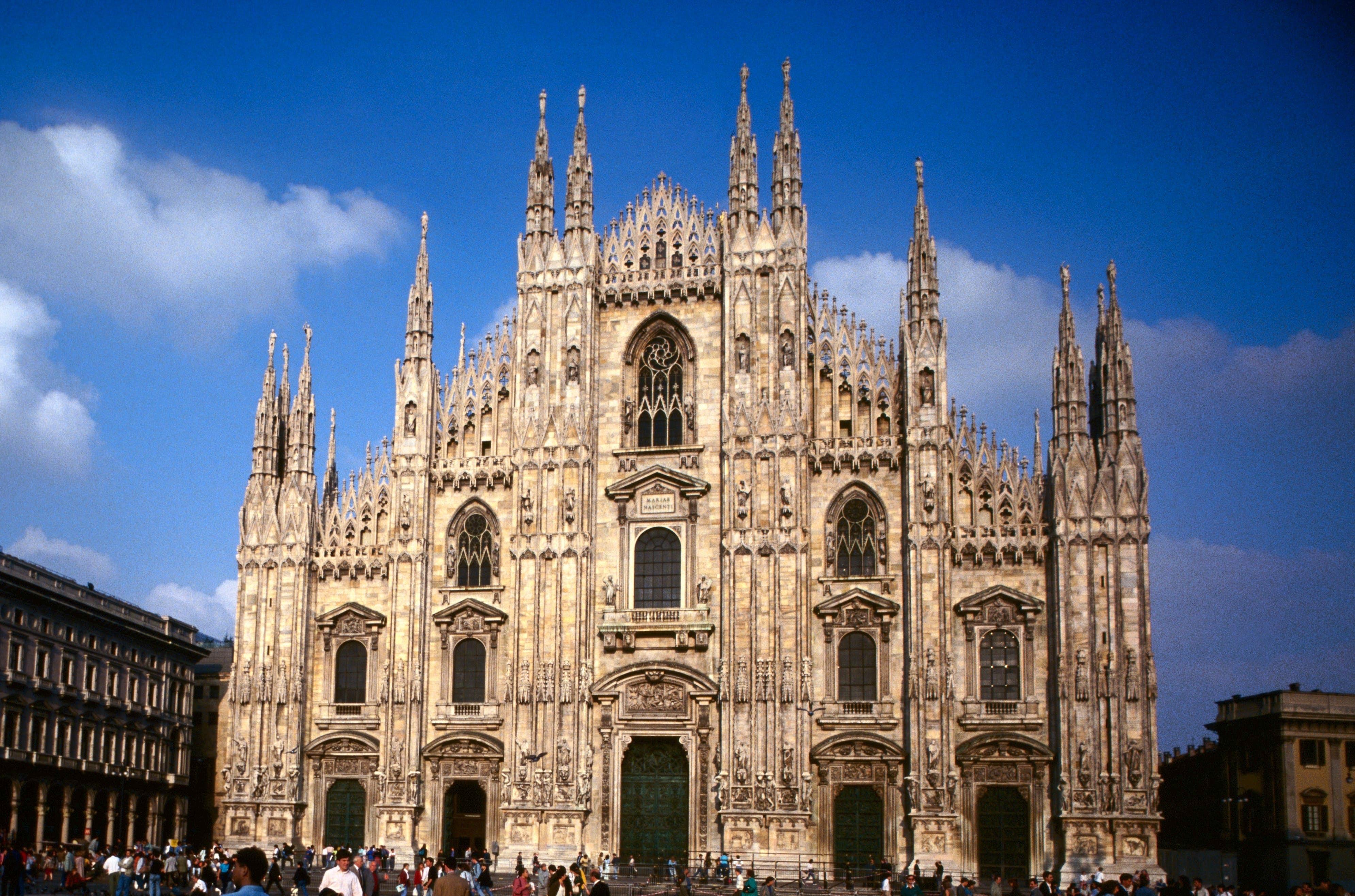 ايطاليا ميلانو اهم الاماكن السياحيه كاتدرائية ميلانو