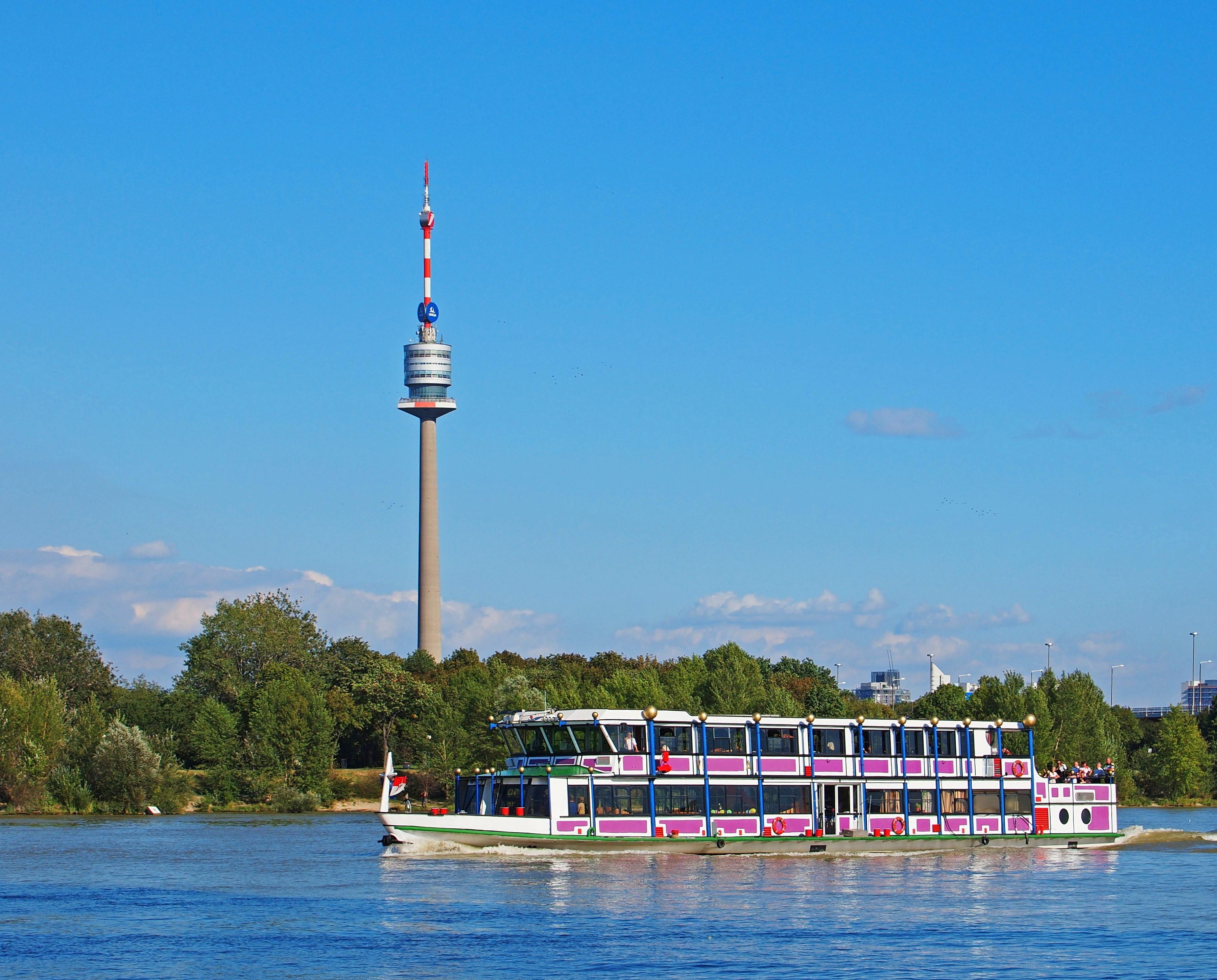 النمسا فيينا اهم الاماكن السياحية برج الدانوب