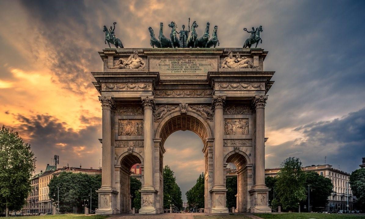 ايطاليا ميلانو اهم الاماكن السياحيه قوس السلام