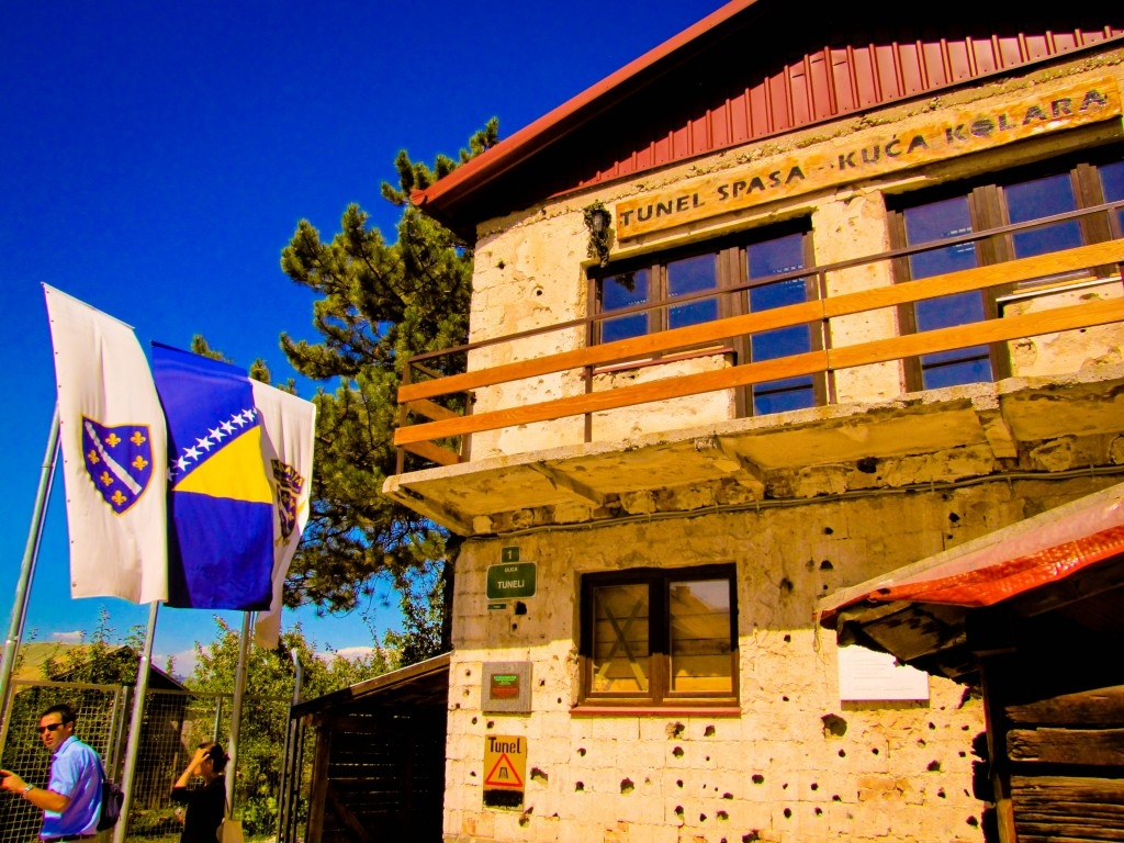 البوسنة والهرسك سراييفو اهم الاماكن السياحيه نفق الحرب في سراييفو