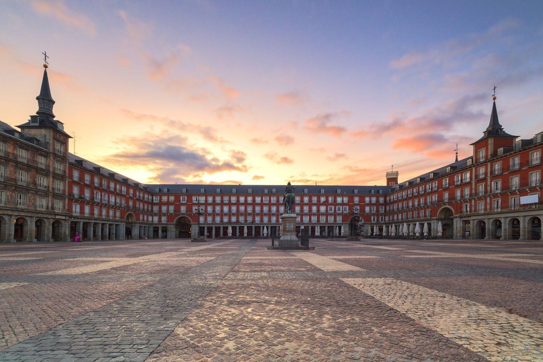 إسبانيا مدريد اهم الاماكن السياحية ساحة بلازا مايور مدريد