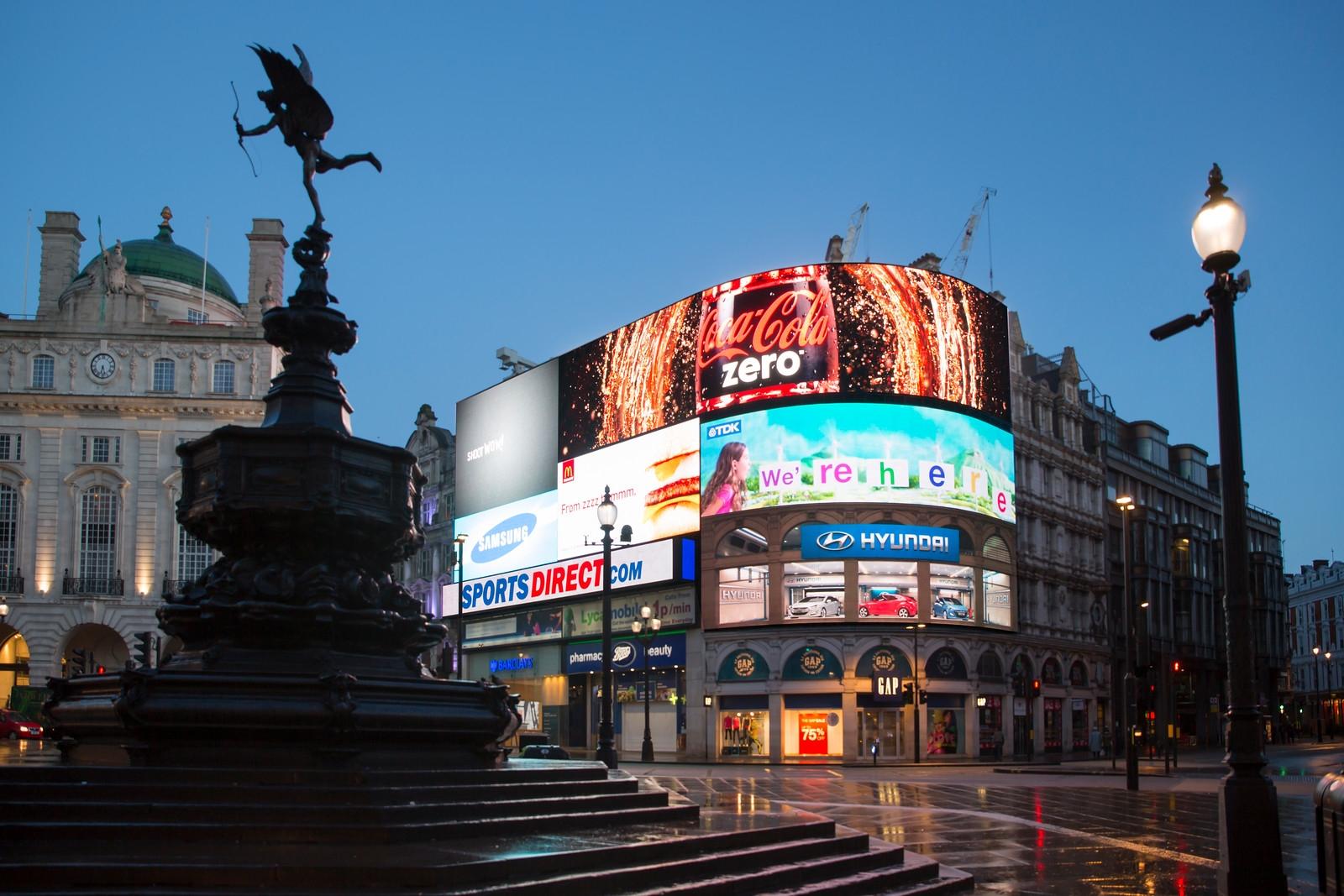 بريطانيا لندن اهم الاماكن السياحية شارع بيكاديللي لندن