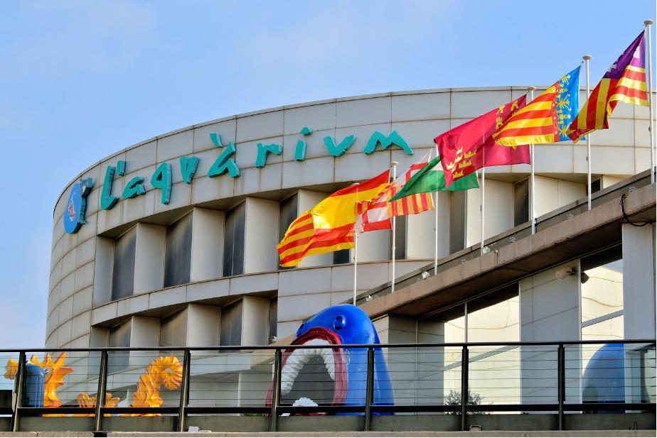 إسبانيا برشلونه اهم الاماكن السياحيه  اكواريوم برشلونه