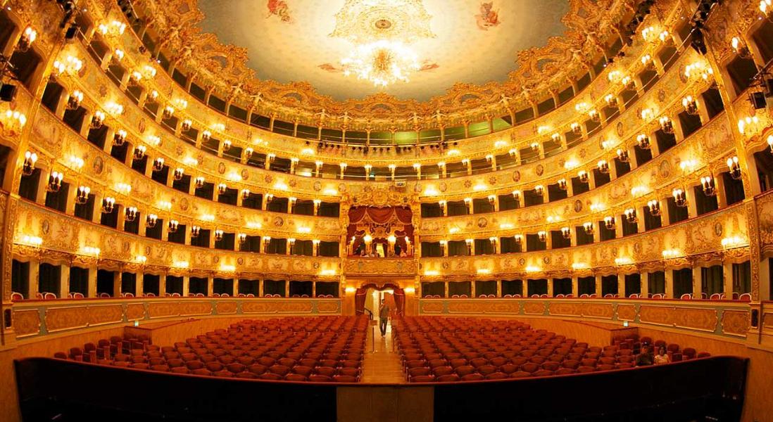 ايطاليا فينيسيا اهم الاماكن السياحيه مسرح لافينيس