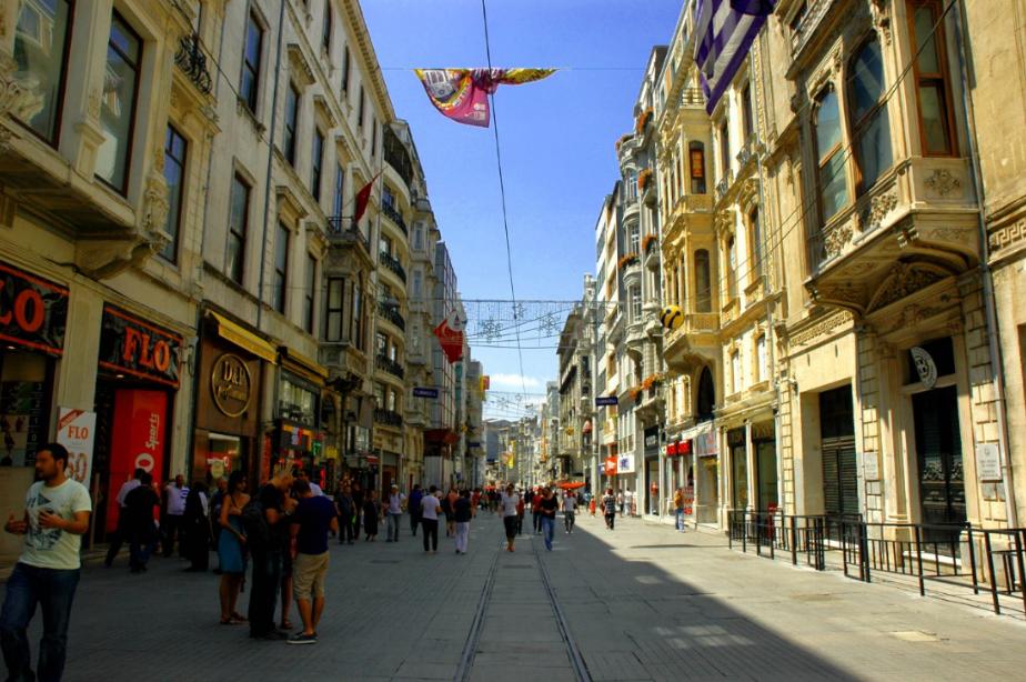 تركيا اسطنبول اهم اماكن التسوق والمطاعم شارع الاستقلال