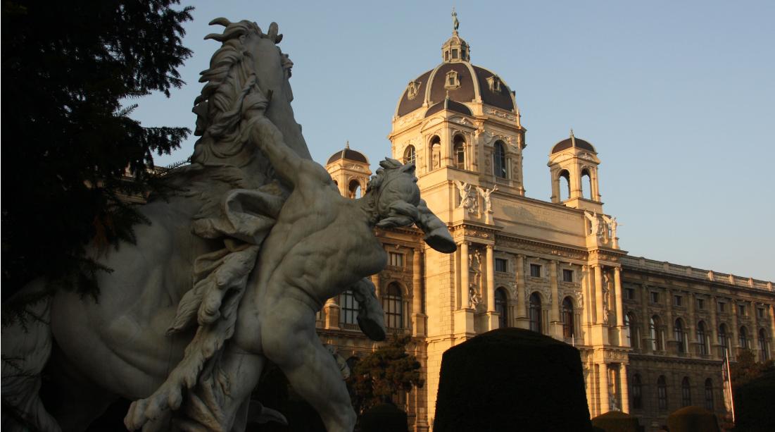 النمسا فيينا اهم الاماكن السياحيه متحف التاريخ الطبيعي