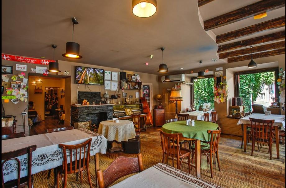 جورجيا كوتايسي افضل اماكن التسوق والمطاعم مطعم بلاتي