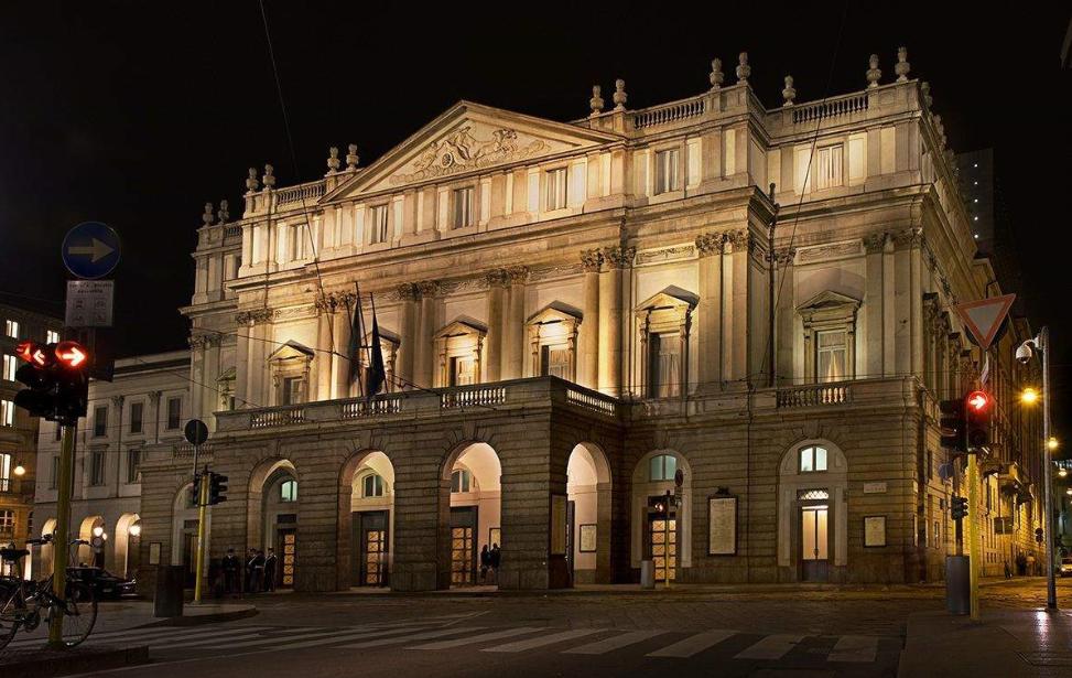 ايطاليا ميلانو اهم الاماكن السياحيه مسرح لاسكالا ميلان