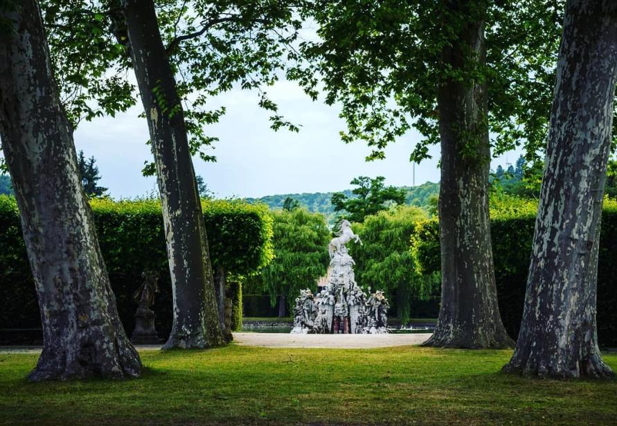 النمسا انسبروك اهم الاماكن السياحيه حديقة هوفجارتين