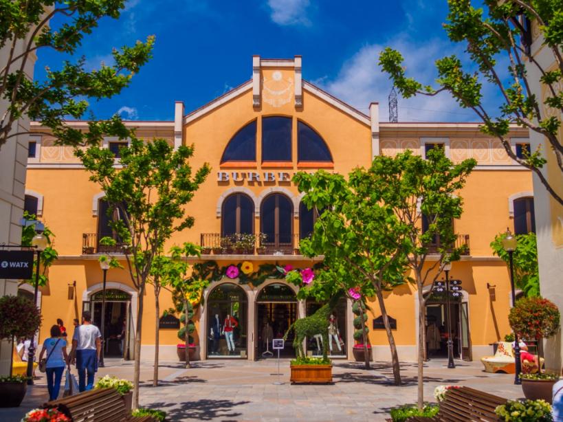 إسبانيا برشلونة افضل اماكن التسوق والمطاعم لاروكا فيلاج