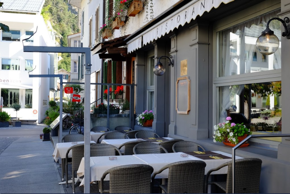 سويسرا انترلاكن اجمل اماكن التسوق والمطاعم مطعم المدينه