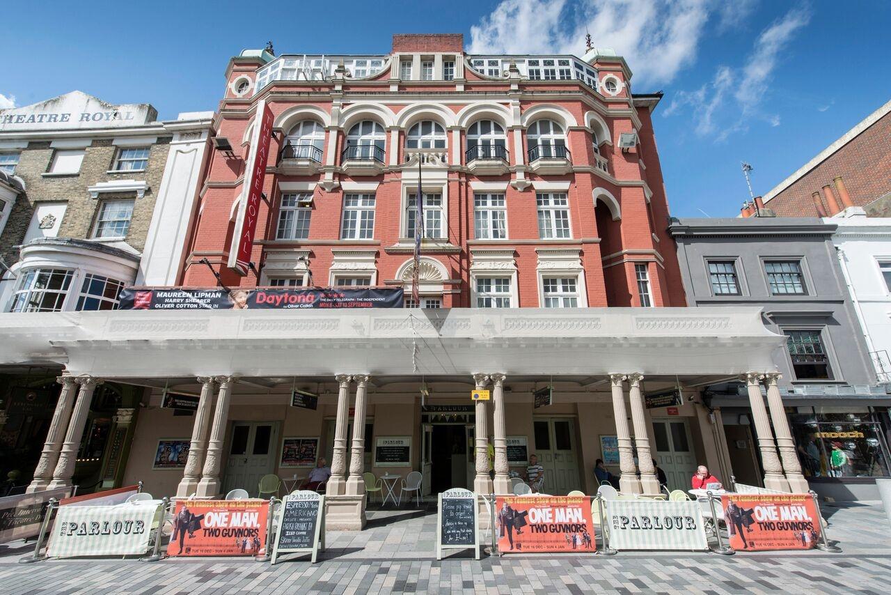 بريطانيا منطقة البحيرات اهم الاماكن السياحية المسرح Theatre Royal Brighton