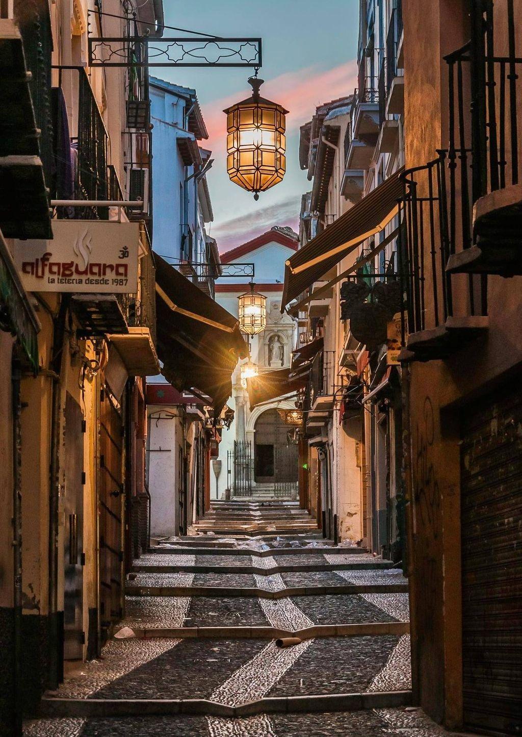 إسبانيا غرناطة اهم اماكن التسوق والمطاعم شارع كالدير يريا الجديد