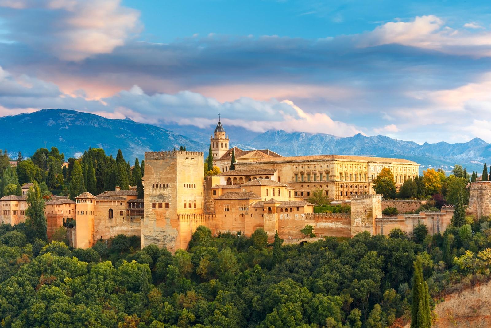إسبانيا غرناطة اهم الاماكن السياحية قصر الحمراء