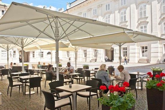 النمسا انسبروك افضل اماكن التسوق والمطاعم مطعم ومقهي ساخر