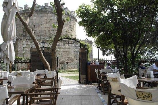 تركيا انطاليا اهم اماكن التسوق والمطاعم مقهي كاستيل