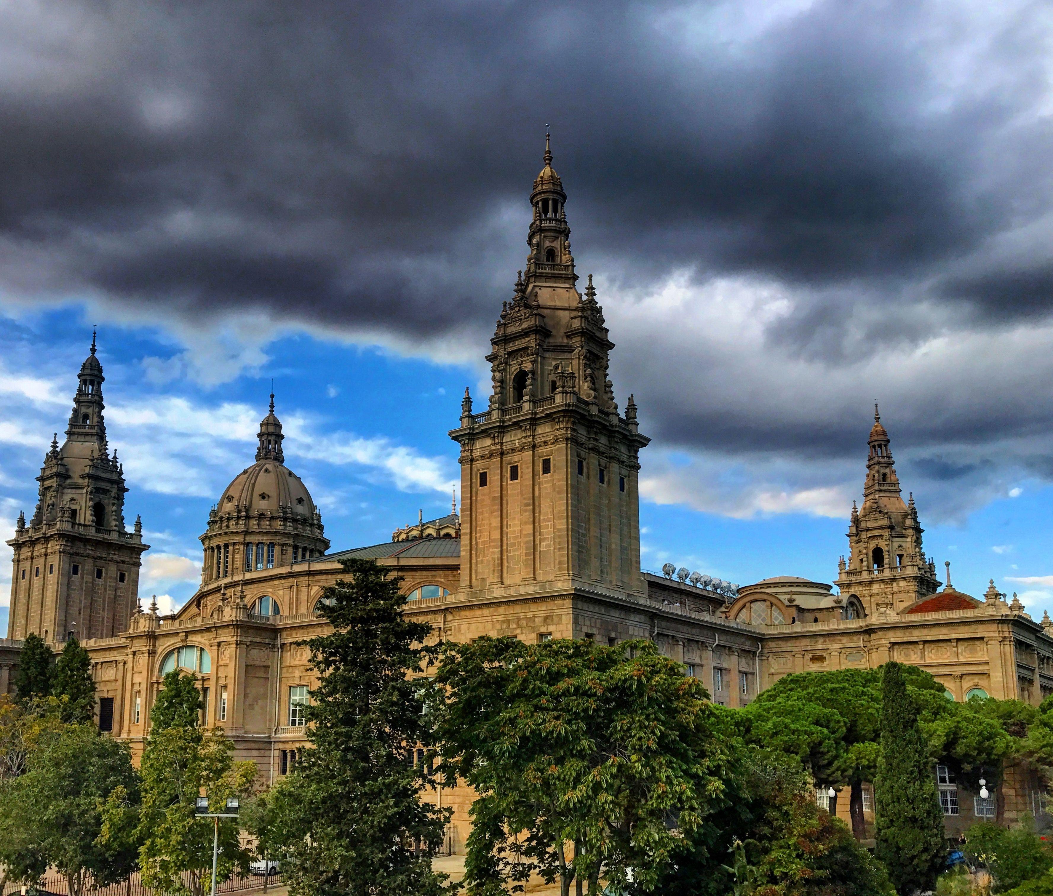 إسبانيا برشلونة اهم الاماكن السياحية قلعة مونتجويك