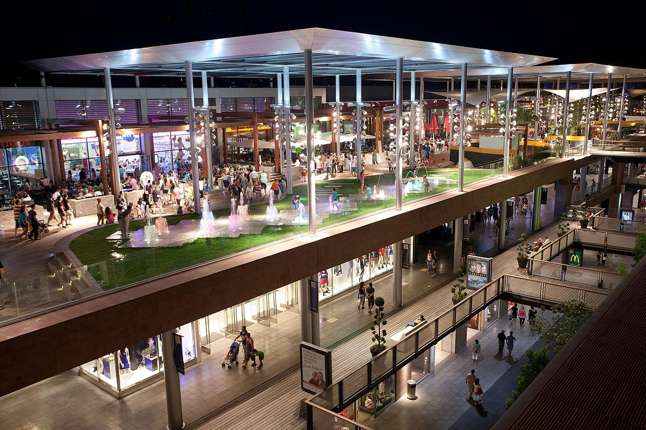 إسبانيا برشلونة افضل اماكن التسوق والمطاعم مجمع لاماكوينستا