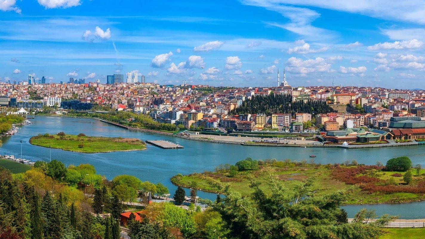 تركيا اسطنبول اهم الاماكن السياحية قلعة بيرلوتي