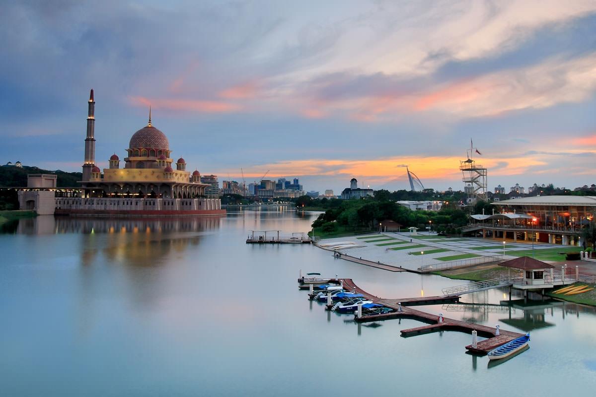 ماليزيا سلانجور الاماكن السياحيه بحيرة بوتراجايا